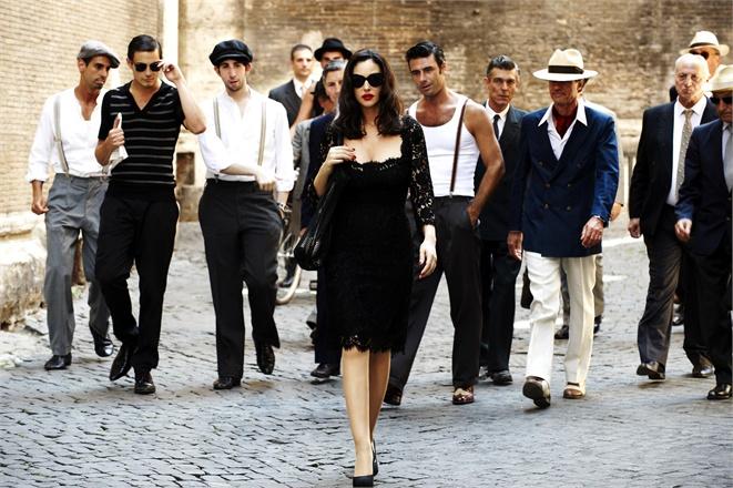 Stiilne naine jalutabjpg